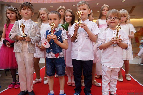 Среди мальчиков победителей выбирать не стали - им всем вручили награды за участие.