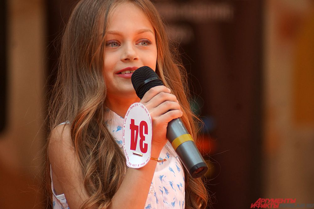 В гала-шоу участвовали девочки и мальчики в возрасте от 3 до 12 лет.