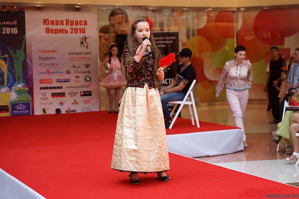 Одна из конкурсанток мечтает стать оперной певицей.