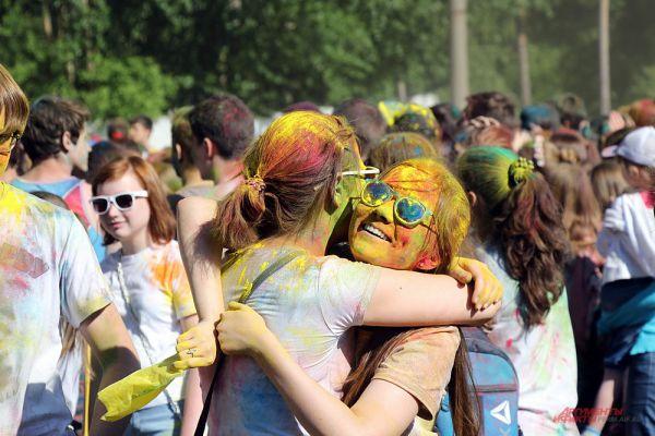 Многие были рады встретиться на фестивале с давними друзьями и знакомыми.