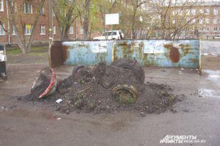 Власти уверяют: здесь должен быть тротуар.