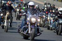 На скорости 200 км/ч мотоцикл ревёт, как самолёт.