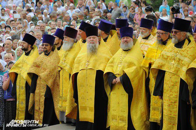 Участие в кресном ходе принимают тысячи верующих
