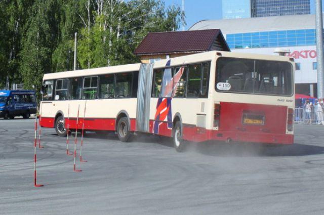 После конкурса состоялось показательное выступление на автобусах-