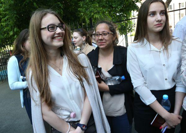 Школьники должны набрать не меньше 24 баллов по русскому языку для получения аттестата, а для поступления в вуз — не менее 36.