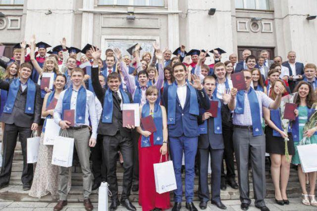 Выпускники-бакалавры смогут продолжить образование в магистратуре и аспирантуре.