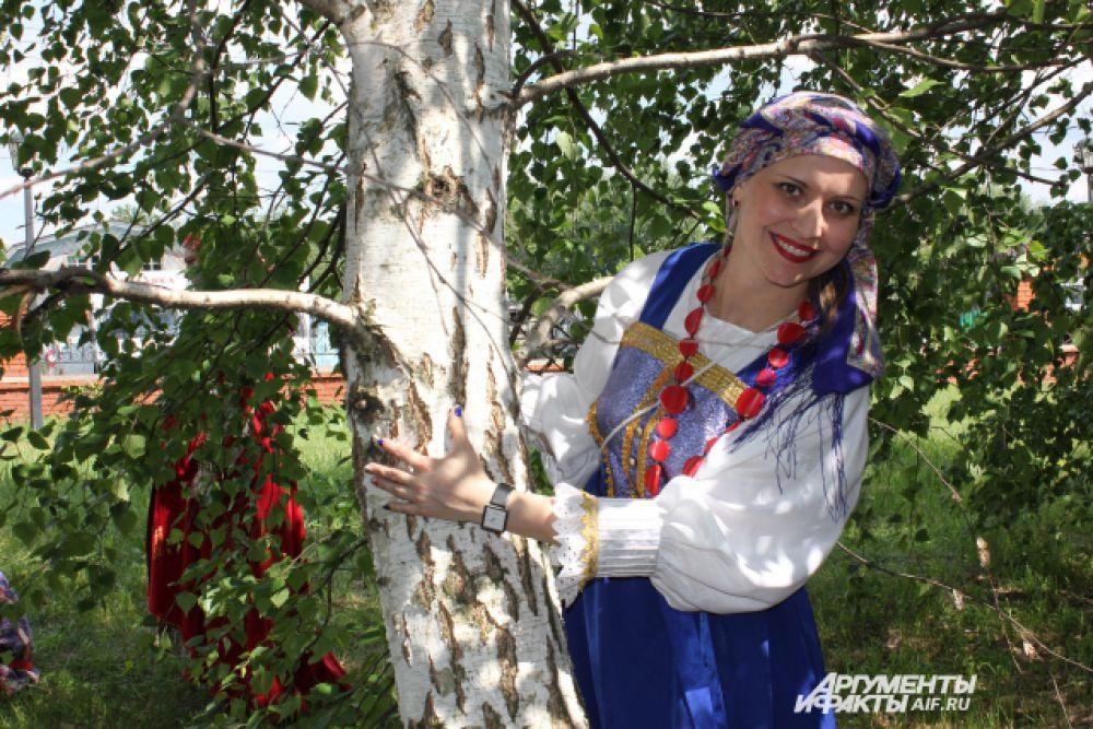 """Народные костюмы на """"Каравоне"""" - своеобразный дресс-код."""