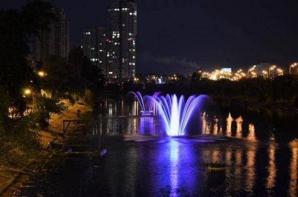 Обновленный фонтан на Русановском канале