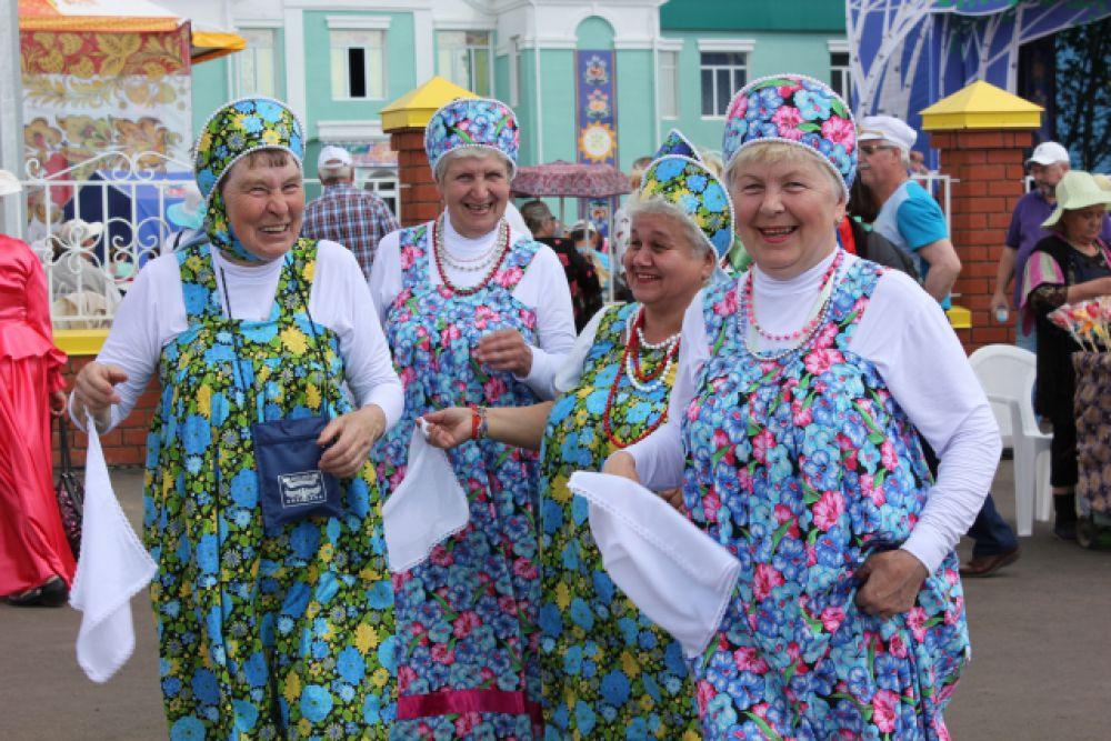 Всех гостей праздника ждали народные гулянья.