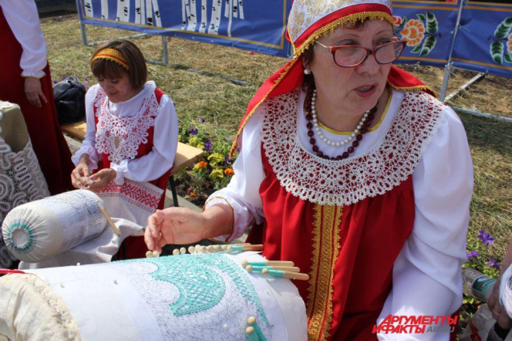 Женщины из Рыбной Слободы восстановили традиционную технику кружевоплетения, давно позабытую в районе.