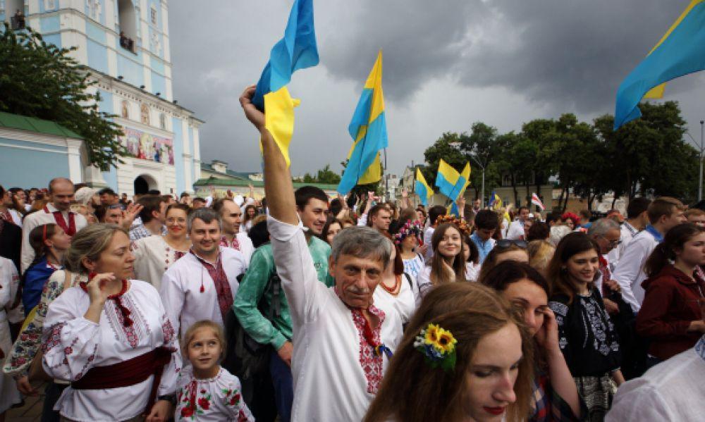 Киевляне прошлись по центру города в национальной одежде в рамках «Мегамарша в вышиванках»