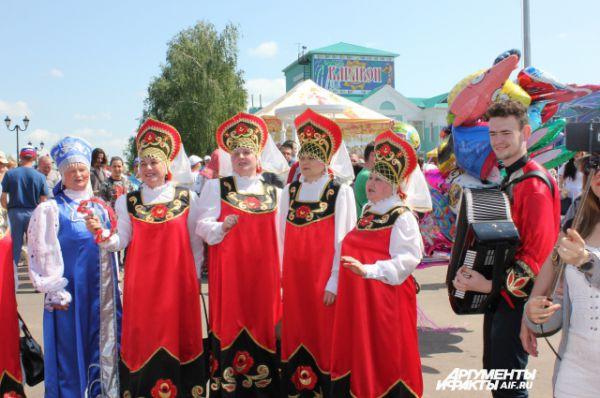147 фольклорных коллективов приняли участие в празднике.