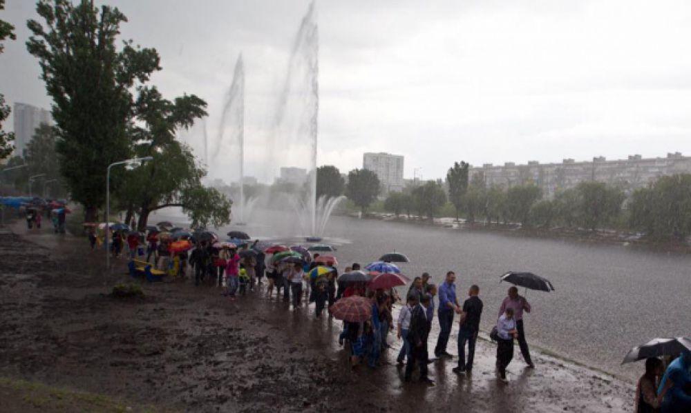 На Русановском канале открыли полностью обновленный фонтан