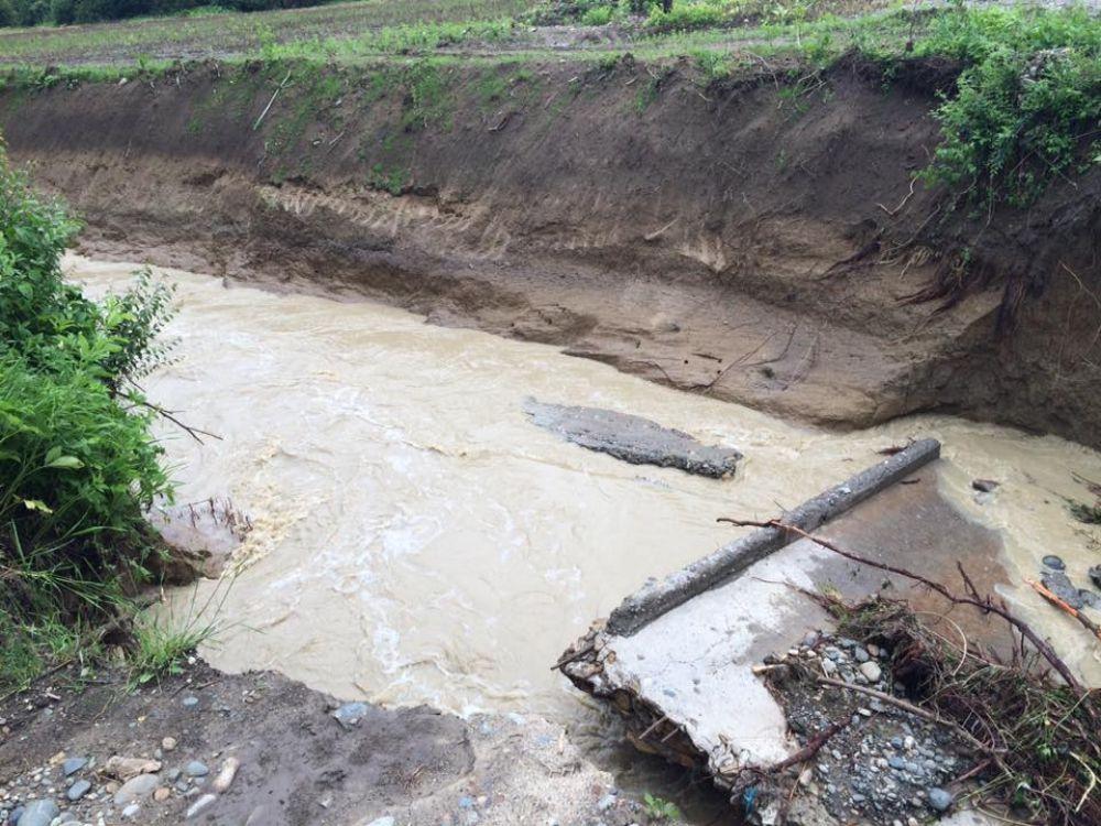 Разрушенный мост в поселке Шунтук.