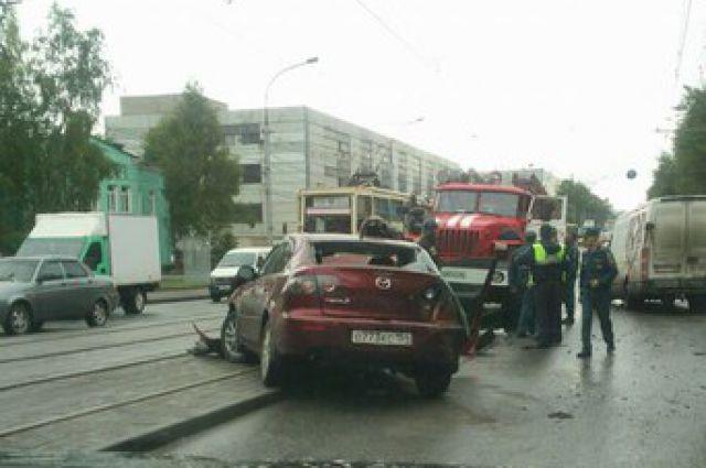Иномарка столкнулась с микроавтобусом