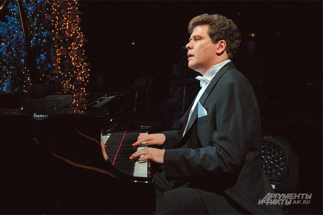 Знаменитый пианист Денис Мацуев выступил на открытии фестиваля.