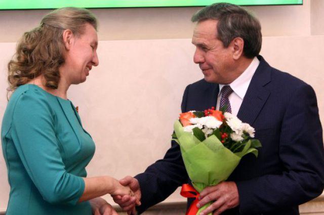 Многодетных матерей наградил губернатор