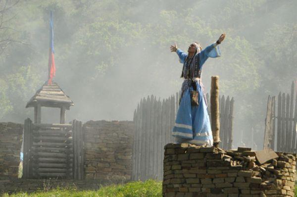 Специально к мероприятию были сделаны новые ступени к поклонному Кресту, оборудован мост через реку Калитва, благоустроен парк, обновлены социальные объекты.