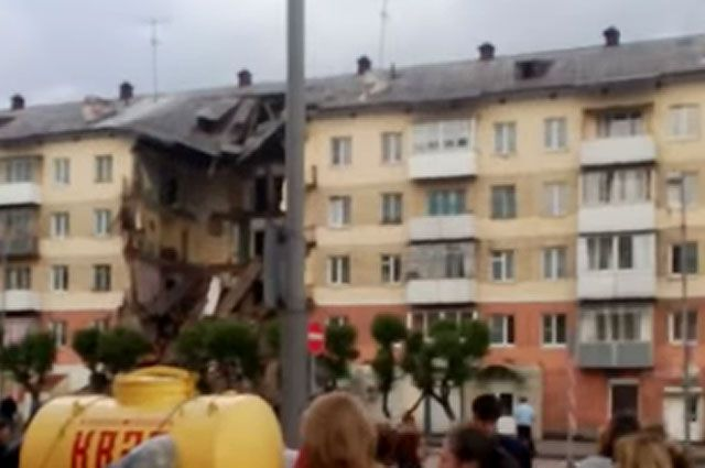 Число жертв при обрушении подъезда дома вМеждуреченске достигло двоих человек