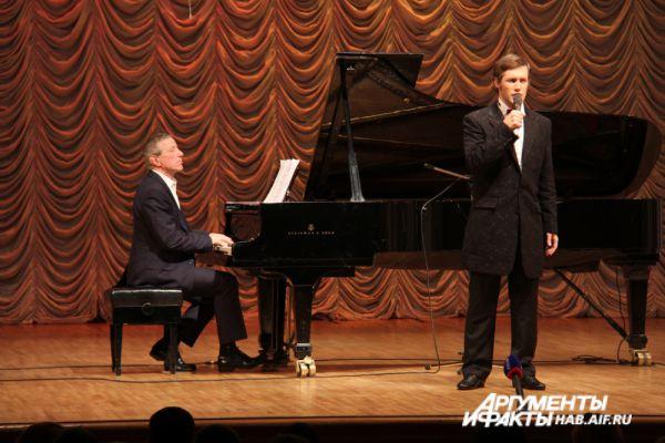 Вокалисты Центрального оркестра Минобороны России исполняли романсы.