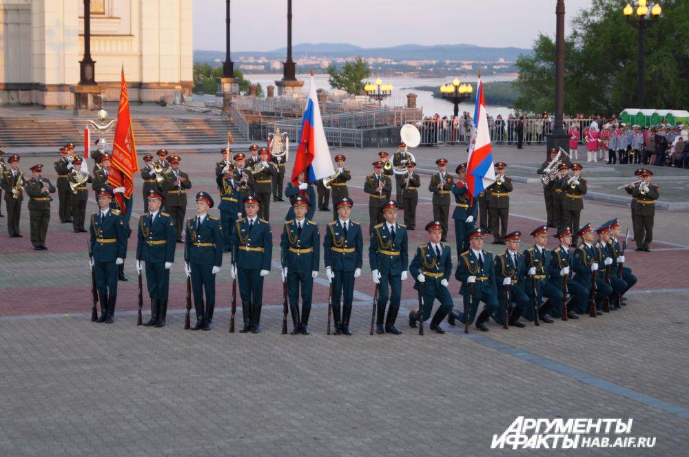 Показательное выступление с оружием роты почётного караула Хабаровского гарнизона.