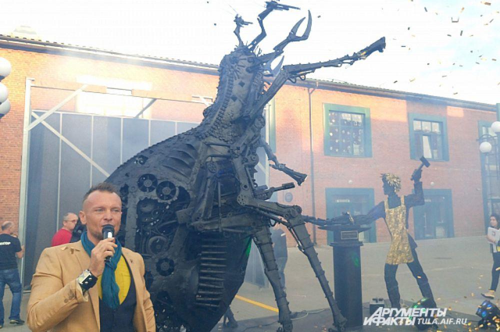 В «Ликёрке» состоялось открытие арт-объекта «Укрощение англицкой блохи тульским Левшой»