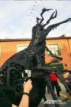 Арт-объект выполнен в стиле стимпанк, его высота 3,5 метров.
