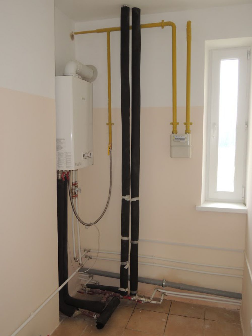 В каждой квартире предусмотрен индивидуальный газовый котел. Никаких дополнительных выплат за подключение к сетям не потребуется!