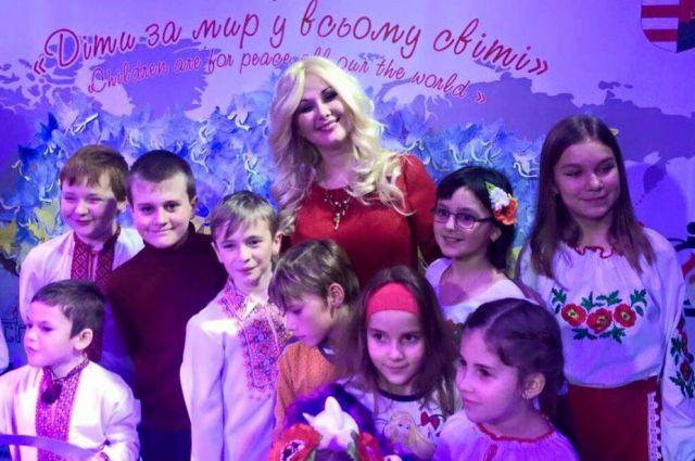 Екатерина Бужинская с участниками проекта