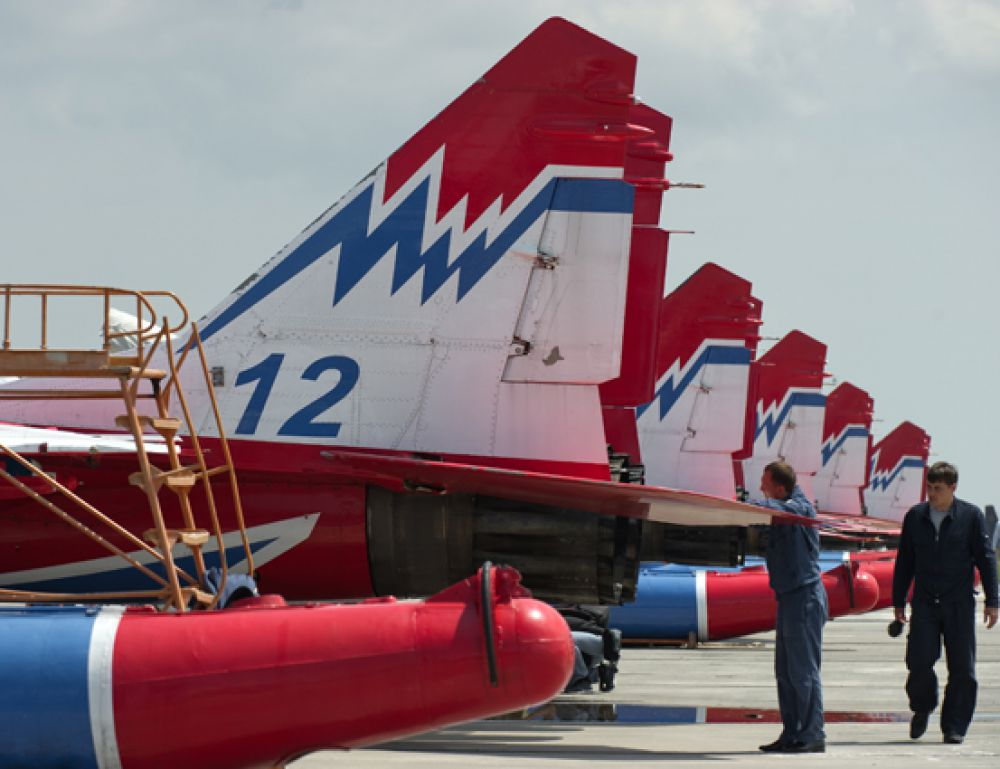 Самолёты пилотажной группы «Стрижи».