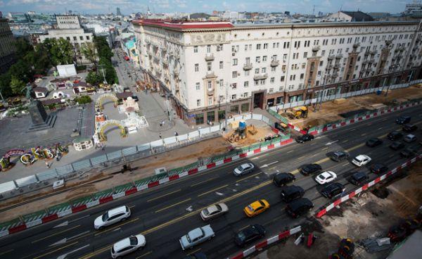 Благоустройство Тверской улицы завершится к сентябрю. Тогда же москвичи смогут увидеть и участок исторической дороги.