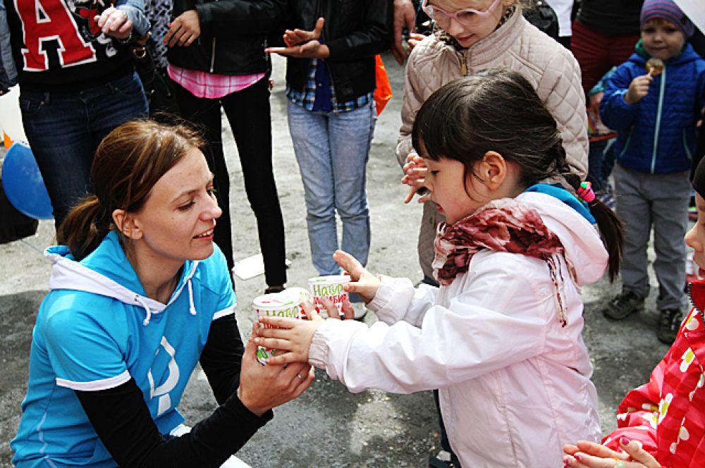 За участие в конкурсах дети получали мороженое «Гроспирон».