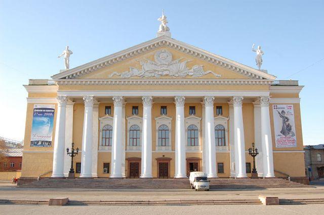 Театр оперы и балета в Челябинске.