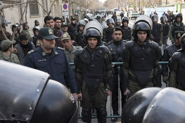 Поглазеть на казнь в Иране собираются толпы.