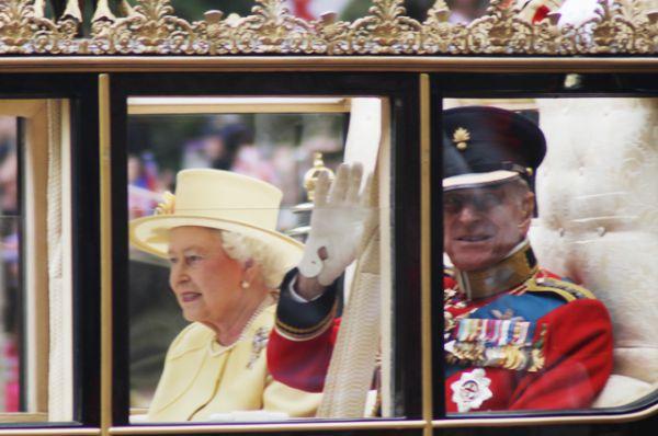 Королева и принц Филипп на свадьбе принца Уильяма и Кэйт Миддлтон, 2011 год.