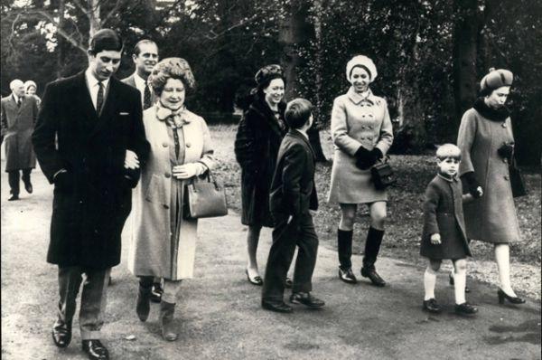 В 1960 году у королевы родился второй сын, принц Эндрю, a в 1964 — третий сын, принц Эдуард.