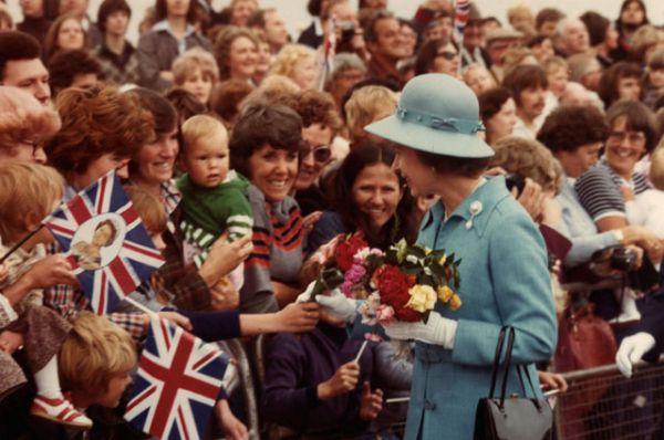 1977 год стал важной датой для королевы — отмечалось 25-летие пребывания Елизаветы II на британском престоле, в честь чего было проведено множество торжественных предприятий в странах Содружества. В этом же году королева посетила Вашингтон.
