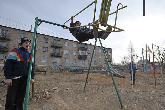 Детская площадка в городе Карабаш Челябинской области.