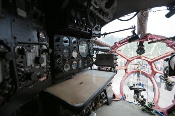 Кабина штурмана военно-транспортного самолета Ан-12.