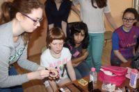 Детдомовцы с удовольствием участвуют в мастер-классах.