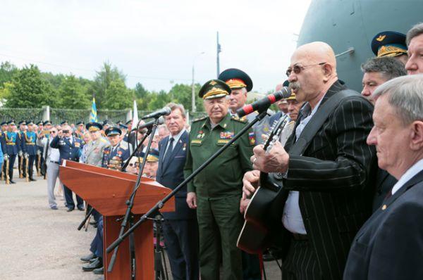 На церемонии присутствовал певец Александр Розенбаум.