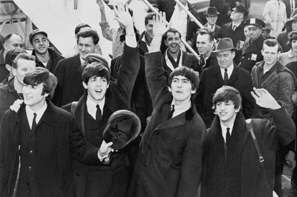 The Beatles. «The Beatles были первыми, кто попал в нужное место в нужное время… The Beatles попали в то время, когда телевизор появился в каждом доме. The Beatles не стали бы такими, попади они на 10 лет раньше или на 10 лет позже».