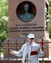 Поэт Николай Марянин прочёл сихи Языкова, посвящённые Капамзину. И, конечно, свои...