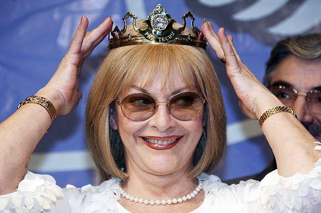 Лауреат премии «Венец мира» Барбара Брыльска во время торжественной церемонии в зале приемов Пушкинского музея. 2007 год.
