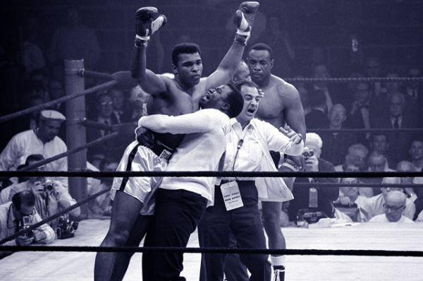 Мохаммед Али после матча-реванша с Листоном. 1965 год.
