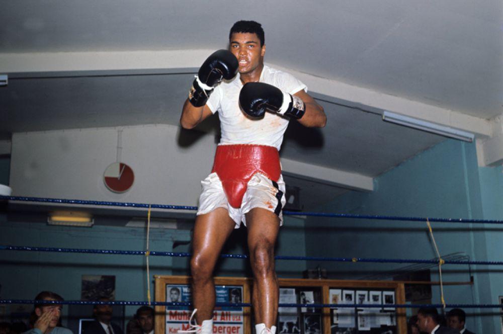 Мохаммед Али во время тренировки. 1966 год.
