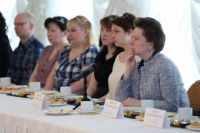 Наталья Комарова на встрече с родителями и общественниками.
