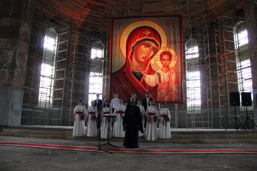 Для экскурсантов пел камерный хор Пензенской епархии «Спас»