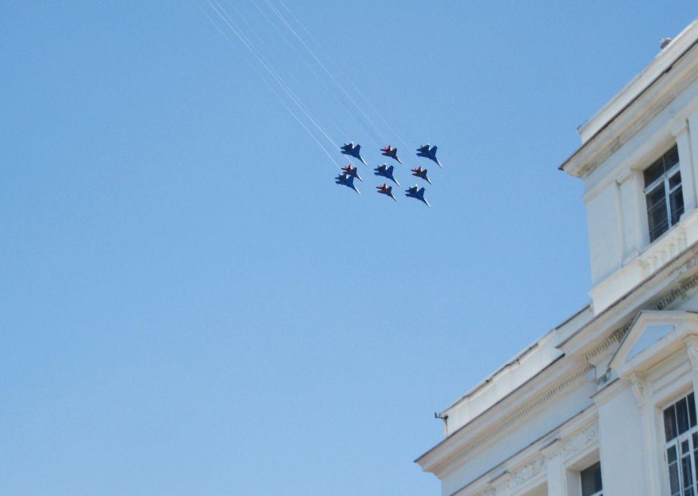 В Севастополе они выступают не впервые. Их первое выступление над главной бухтой города-героя состоялось 9 мая 2014 года