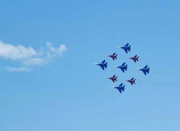 Это сверхсложный элемент в составе 9 боевых самолетов